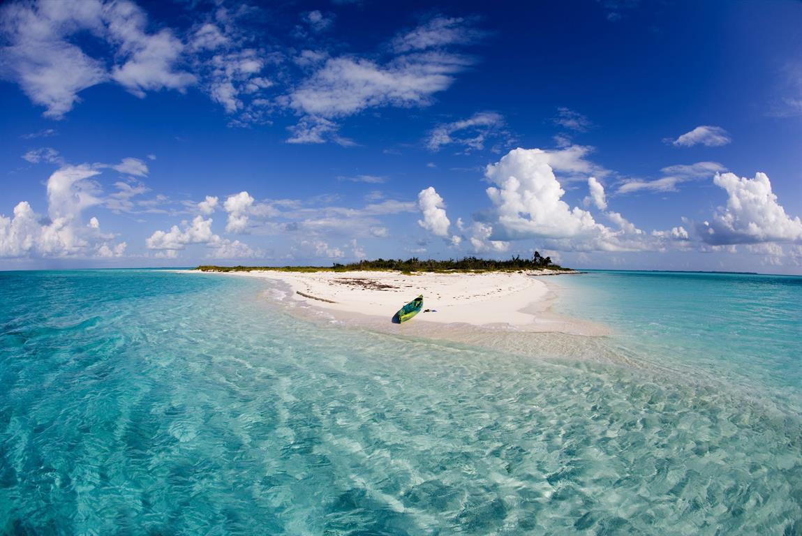 Long sandy beaches clear, unspoilt nature, crystal clear sea and deserted islands...